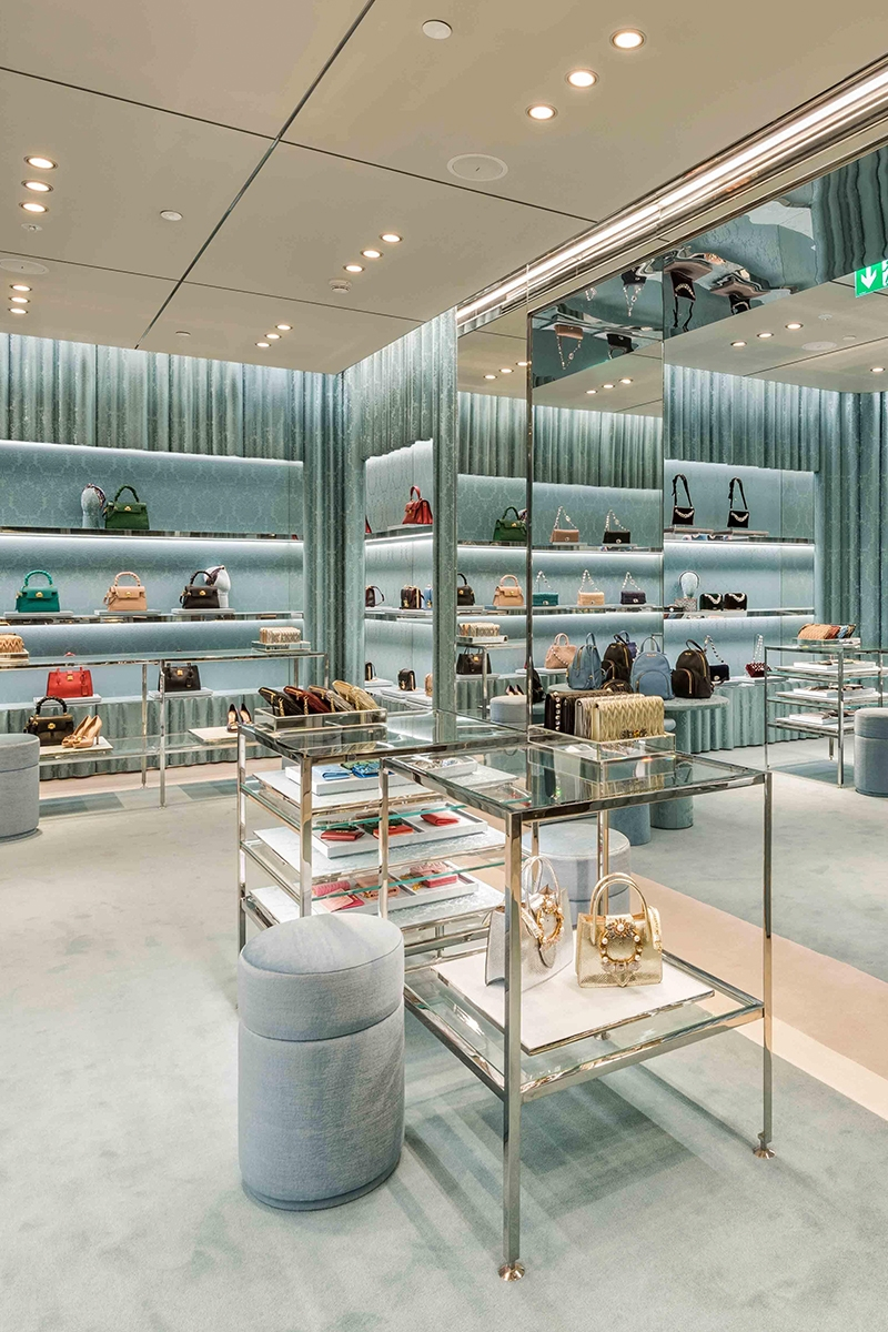 Glamorous Miu Miu store interior, Jeddah, Saudi Arabia by architect and interior designer Roberto Baciocchi.